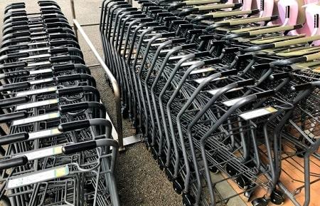 スーパーが混んでいる